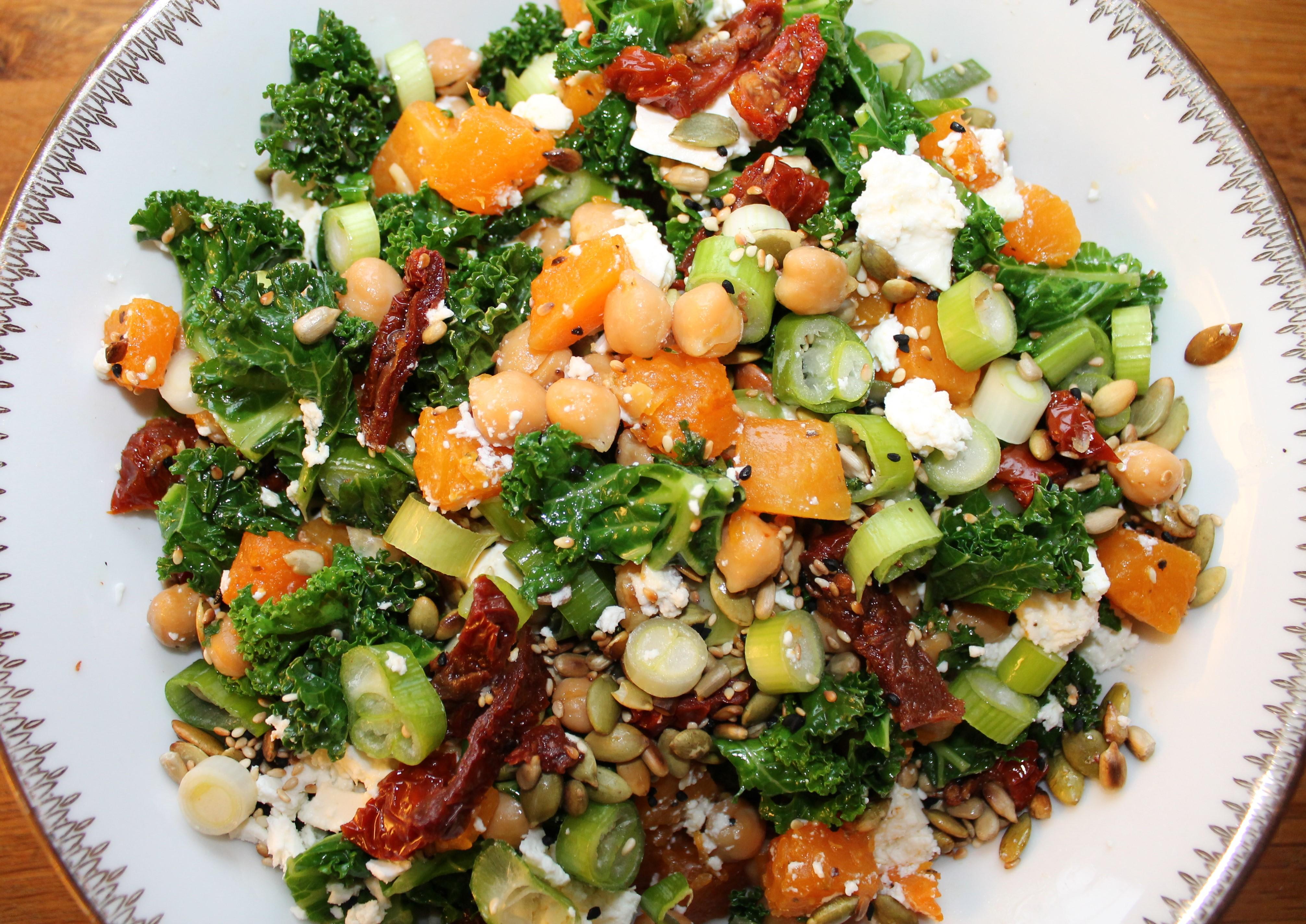 Lun Grønnkål Gresskar Og Kikert Salat Snikgjest