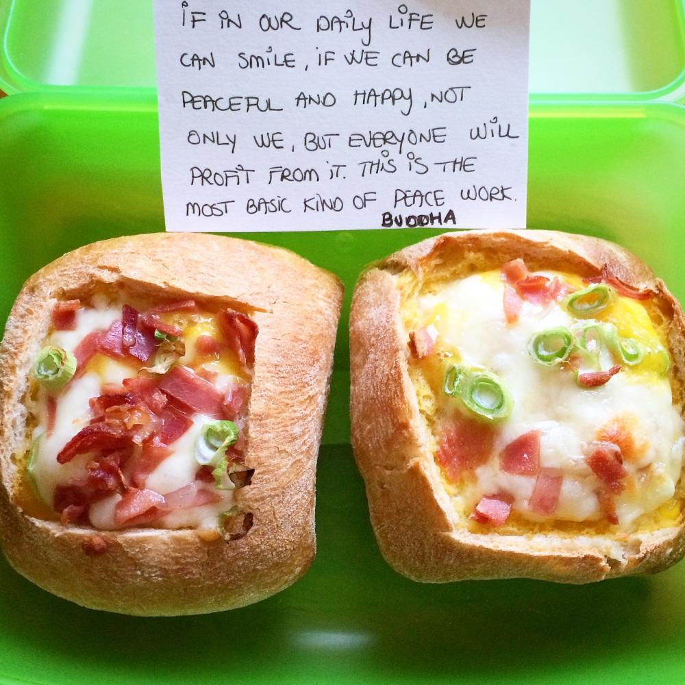 Omelettfylte rundstykker med ost og skinke (1/5)