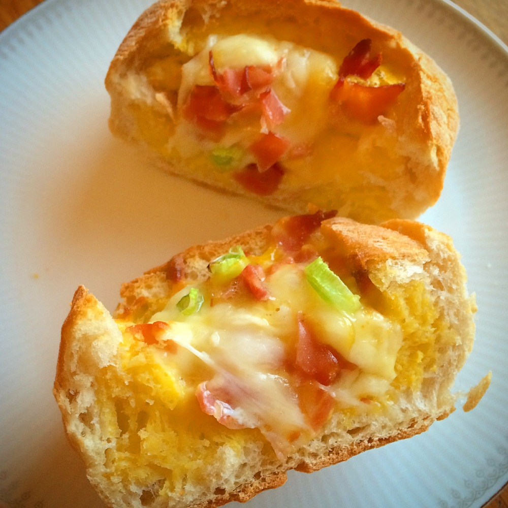 Omelettfylte rundstykker med ost og skinke (5/5)