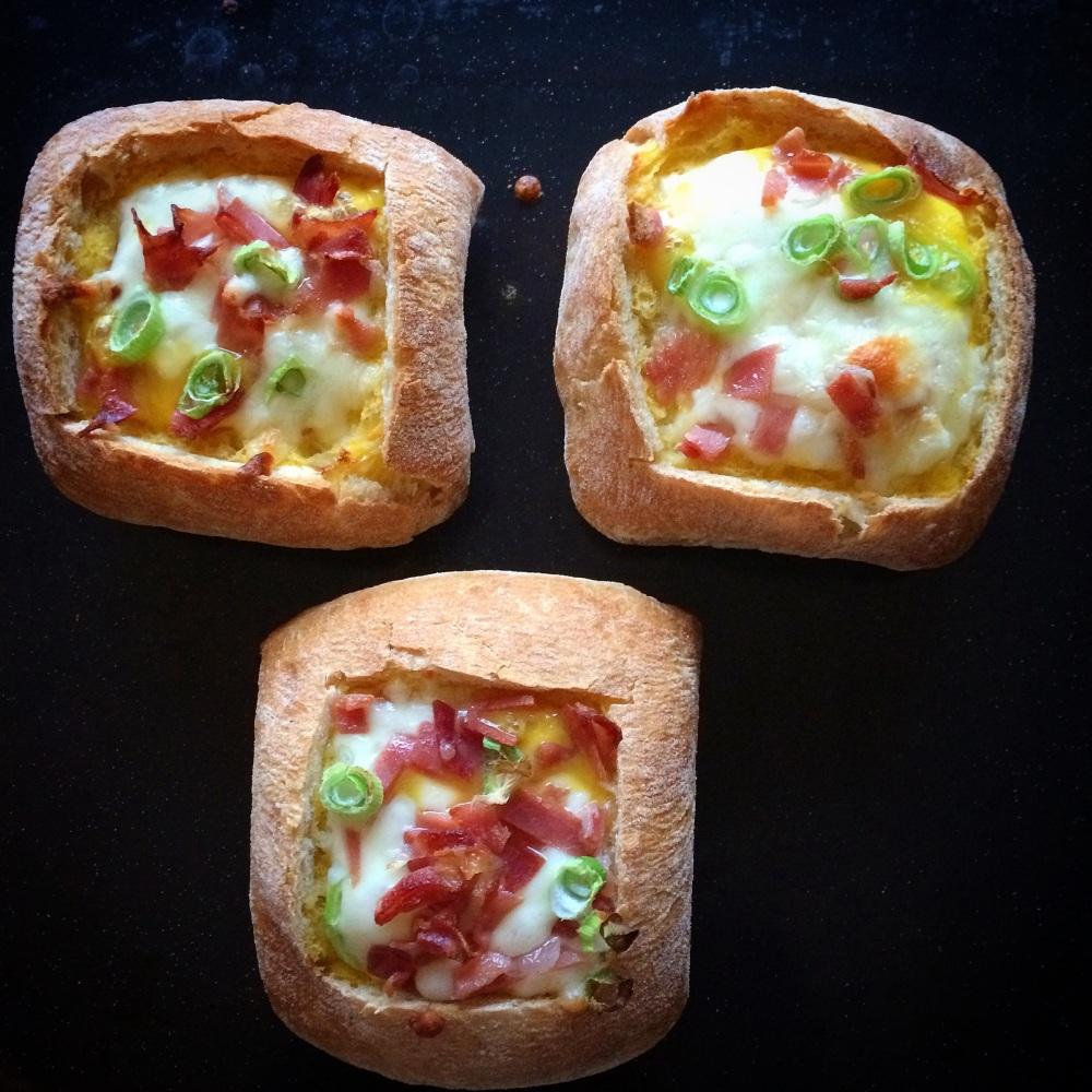 Omelettfylte rundstykker med ost og skinke (4/5)