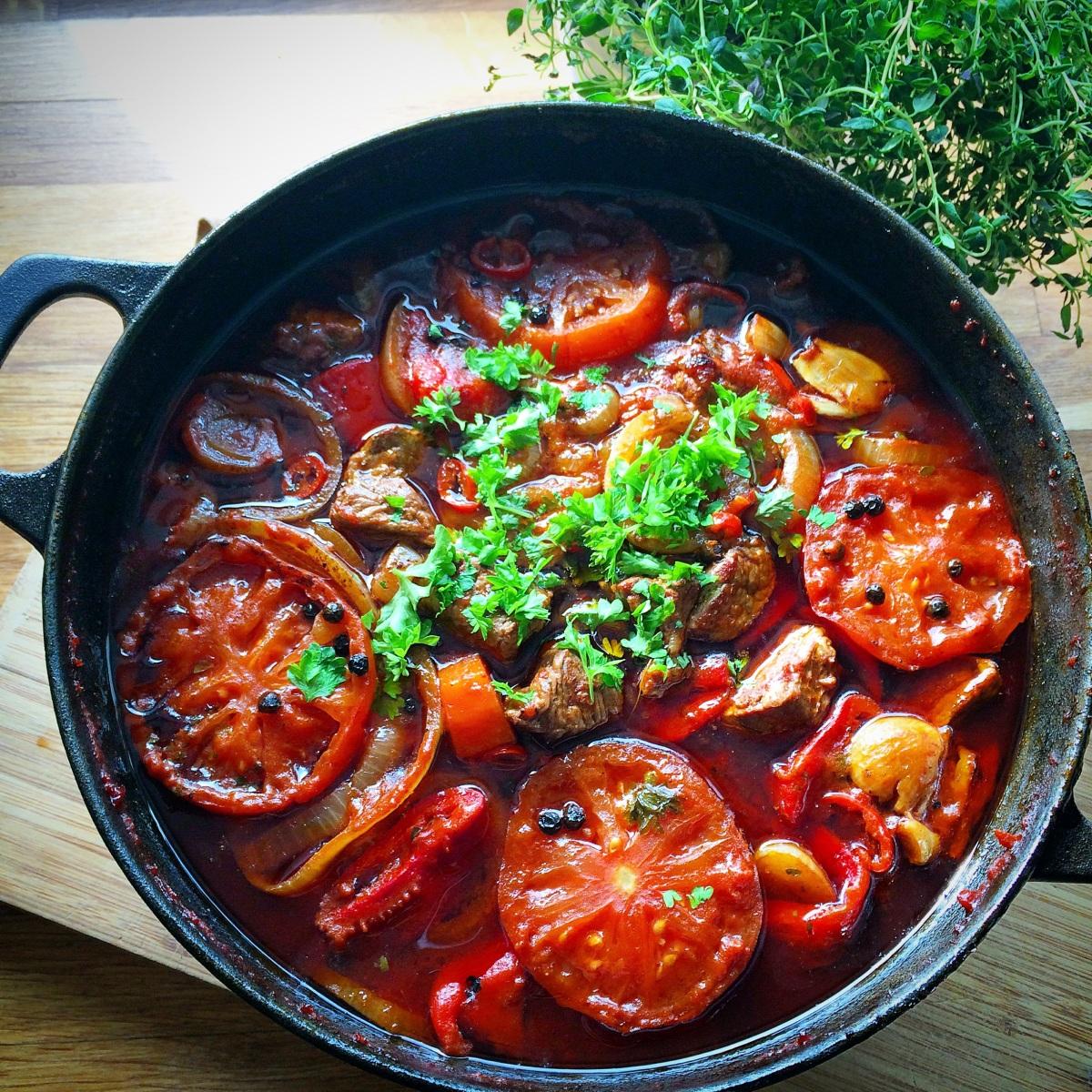 Langtidskokt tomatgryte med oksekjøtt
